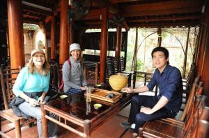 Visite l'Ancien Village Duong Lam avec guide francophone au vietnam