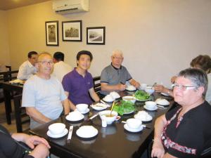 Gouter les specialites de Hanoi avec guide francophone au Vietnam