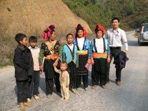 Visiter les ethies du Nord Vietnam avec guide francophone locale Hanoi