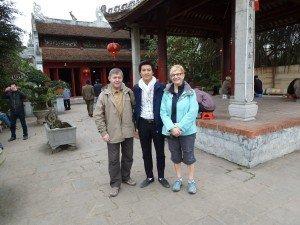 Visite le temple de la literature avec guide francophone Hanoi