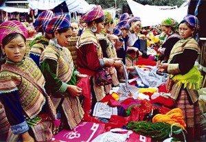 Marché de Bac Ha et Fête pour célébrer la victoire des Nung Din