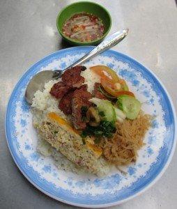 Le Cơm tấm Sườn bì chả ou riz trois trésors