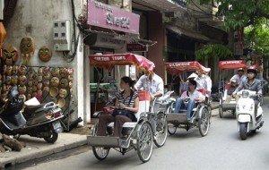 Les cyclo-pousse à Hanoi Sans souci