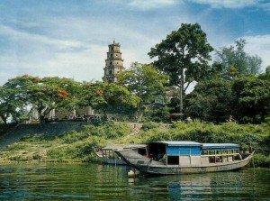 Excursion en bateau sur la rivière des Parfums à Hue.